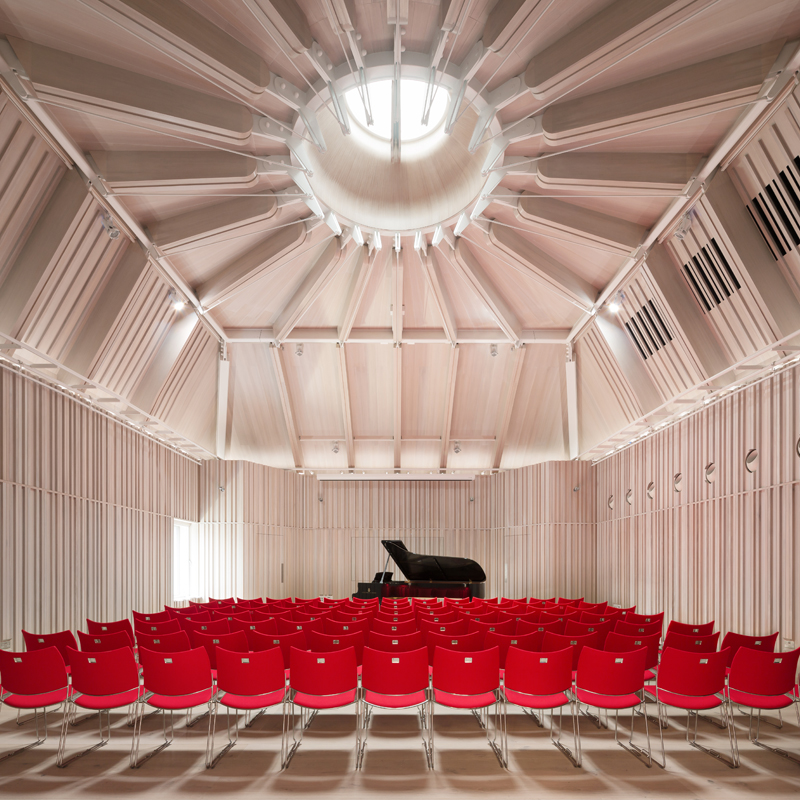 The new 100-seat Recital Hall provides the Academy with a further 230m2 space. The Recital Hall has a footprint as large as that of the main stage, making it an ideal rehearsal space.